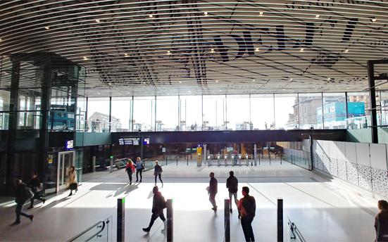シンプルな建築形態のオランダ・デルフト駅