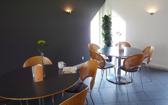 デンマークの視覚障害者のための休暇村のカフェコーナー